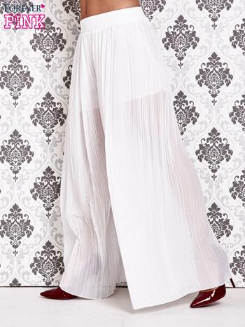 Białe plisowane spodnie palazzo                                   zdj.                                  2