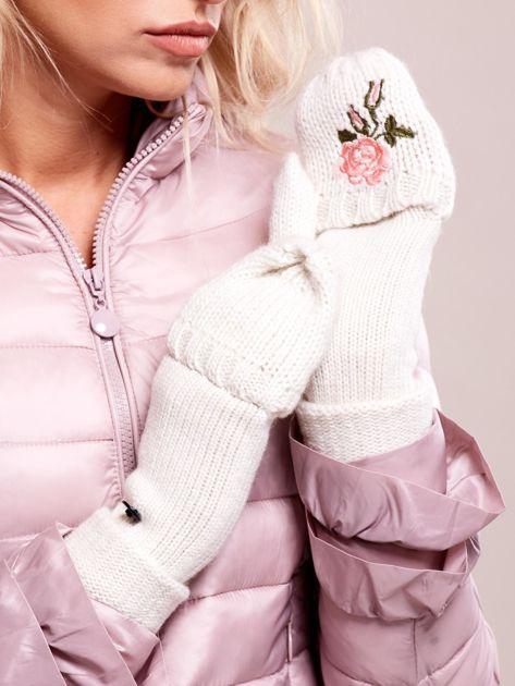 Białe rękawiczki z haftem                              zdj.                              4