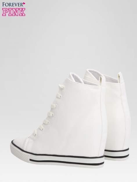 Białe skórzane sneakersy damskie                                  zdj.                                  5