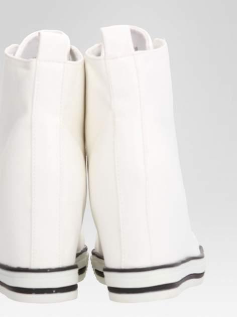 Białe skórzane sneakersy damskie                                  zdj.                                  8