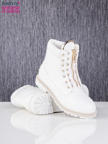 Białe skórzane traperki leather Fancy ze złotym suwakiem i dodatkami                                  zdj.                                  4