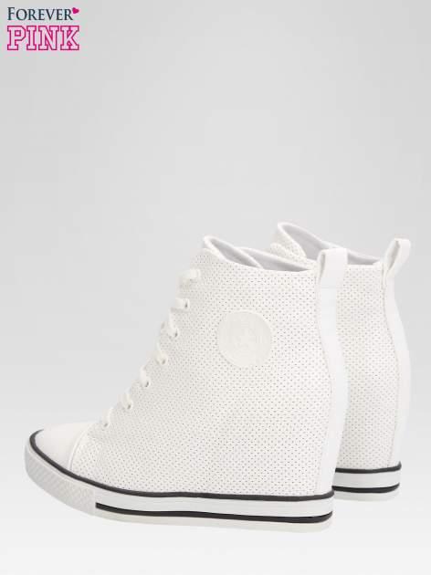 Białe sneakersy damskie z siateczką                                  zdj.                                  5