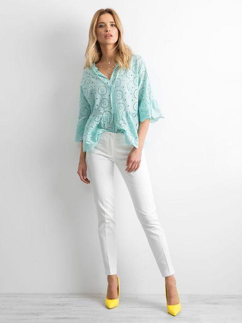 Białe spodnie damskie o prostym kroju                              zdj.                              4