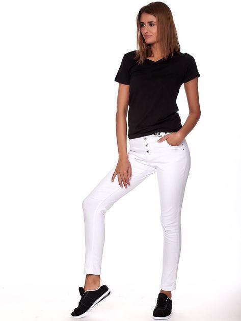 Białe spodnie jeansowe rurki z wyższym stanem                              zdj.                              4