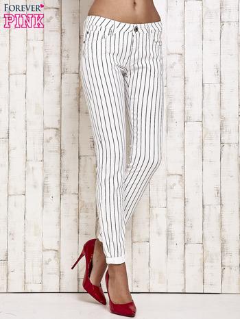 Białe spodnie rurki w paski                                  zdj.                                  1
