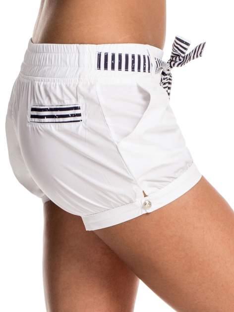 Białe szorty damskie w stylu marynarskim                                  zdj.                                  6