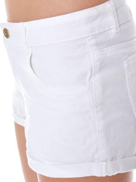 Białe szorty z kieszeniami                                  zdj.                                  5