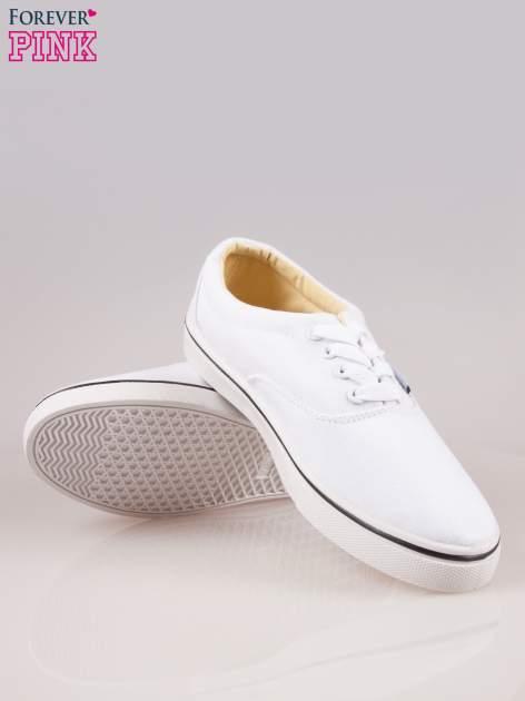 Białe tenisówki damskie na białej podeszwie                                  zdj.                                  4