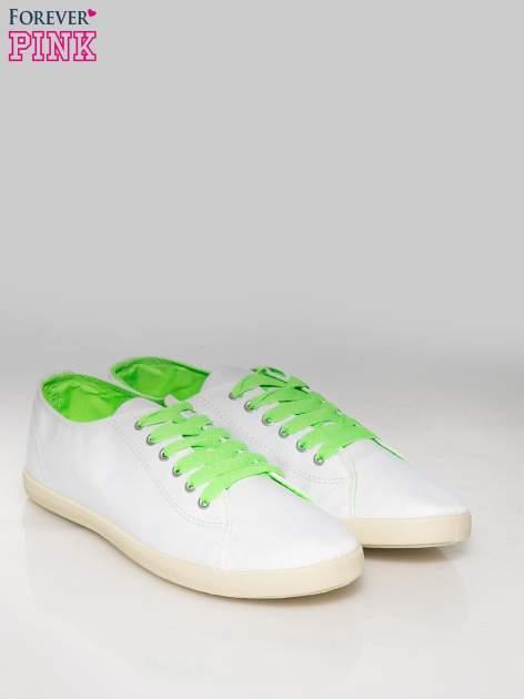 Białe tenisówki damskie z zielonymi sznurówkami + GRATIS BIAŁE SZNUROWADŁA                                  zdj.                                  2