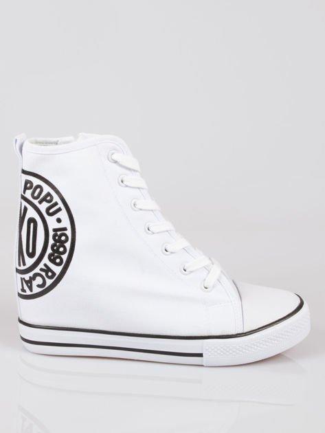 Białe trampki na koturnie sneakersy z logo