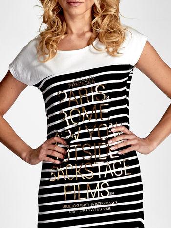 Biało-czarna sukienka w paski z napisem w stylu city                                  zdj.                                  3
