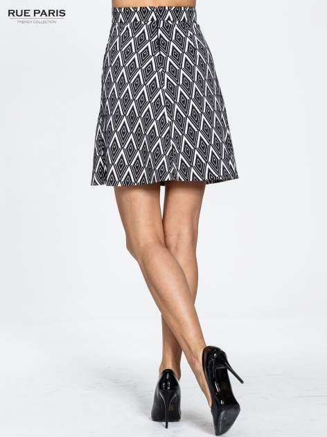 Biało-czarna trapezowa spódnica w geometryczne wzory w stylu op-art                                  zdj.                                  2