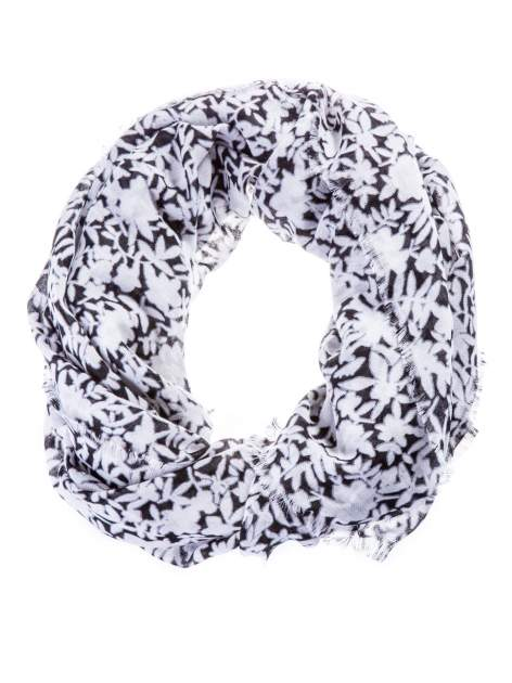 Biało-czarny szal w kwiatuszki                                  zdj.                                  2