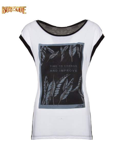 Biało-czarny t-shirt z nadrukiem piórek zdobionych dżetami
