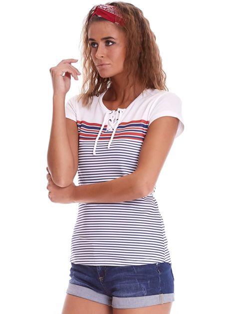 Biało-granatowy t-shirt w paski                              zdj.                              3