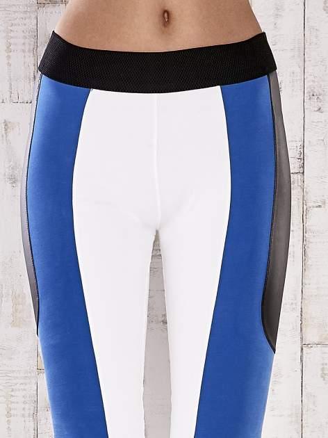 Biało-niebieskie legginsy z modułami                                  zdj.                                  2