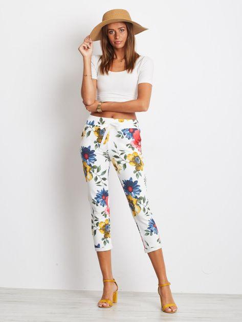 Biało-niebieskie spodnie Roses                              zdj.                              4