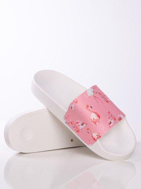 Biało-różowe klapki z ozdobnym nadrukiem w flamingi                                   zdj.                                  4