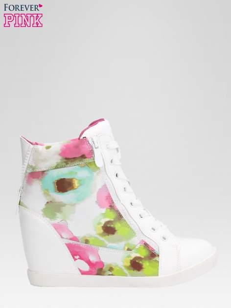 Biało-różowe sneakersy damskie z motywem floral