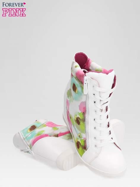 Biało-różowe sneakersy damskie z motywem floral                                  zdj.                                  4