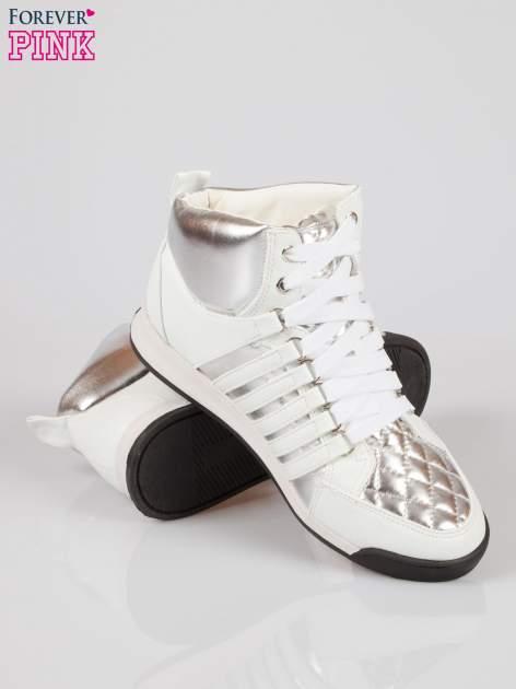Biało-srebrne sneakersy z łańcuszkami                                  zdj.                                  4