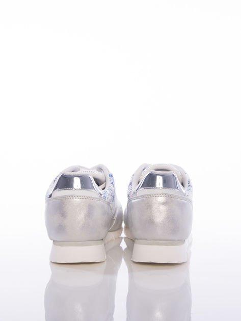Białoperłowe buty sportowe Vinceza z kwiatowym motywem na boku cholewki                                  zdj.                                  4