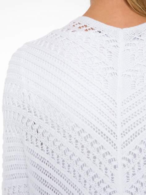 Biały ażurowy sweter typu narzutka poncho                                  zdj.                                  8