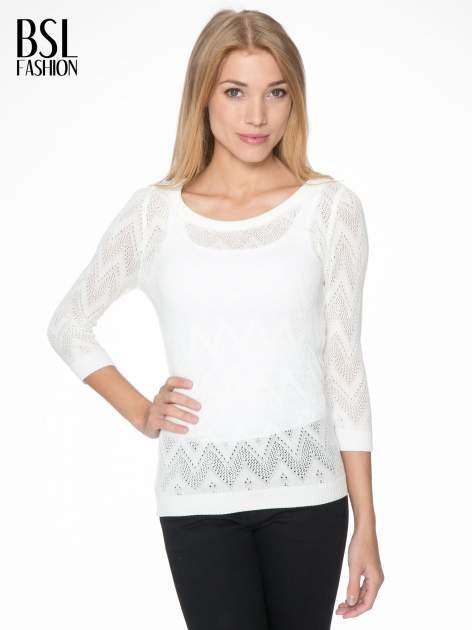Biały ażurowy sweterek z rękawem 3/4                                  zdj.                                  1