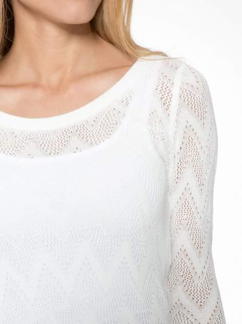 Biały ażurowy sweterek z rękawem 3/4                                  zdj.                                  7