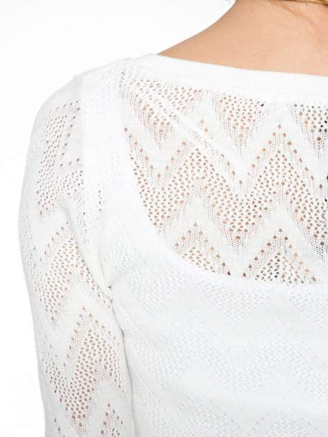 Biały ażurowy sweterek z rękawem 3/4                                  zdj.                                  5