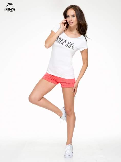 Biały bawełniany t-shirt z nadrukiem tekstowym WAKE UP WORK OUT                                  zdj.                                  5