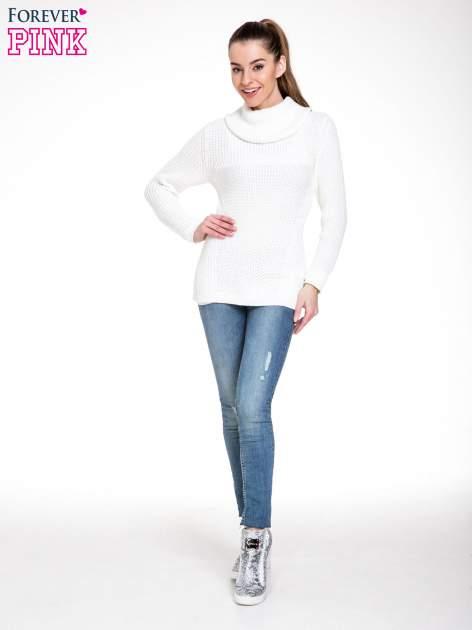 Biały ciepły sweter z golfowym kołnierzem                                  zdj.                                  2