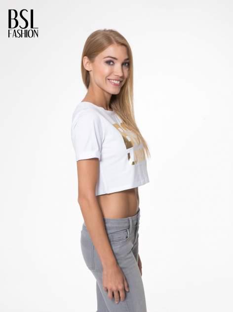 Biały krótki t-shirt przed pępek z napisem BOY LONDON                                  zdj.                                  3