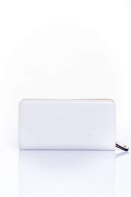 Biały pikowany portfel z kwiatowym tłoczeniem                                  zdj.                                  2