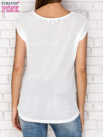 Biały siateczkowy t-shirt z literą A z dżetami                                  zdj.                                  2