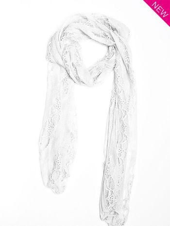 Biały szal koronkowy