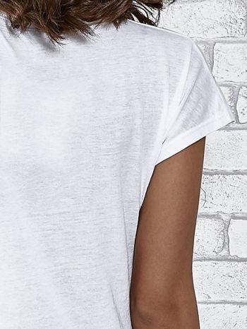 Biały t-shirt damski z napisem WHITE                                  zdj.                                  6