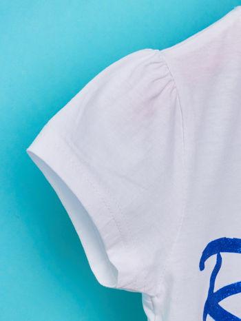 Biały t-shirt dla dziewczynki z napisem ROYAL BLUE                                  zdj.                                  6