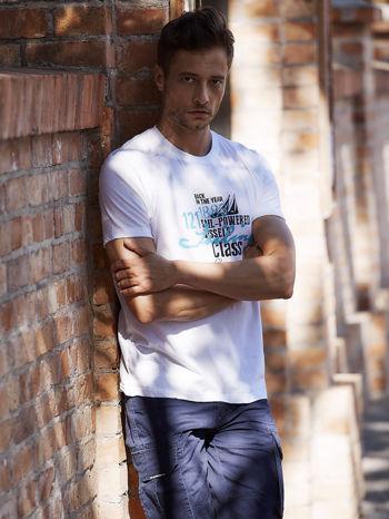 Biały t-shirt męski z marynarskim motywem i napisem SAILING                                  zdj.                                  1
