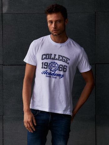Biały t-shirt męski z nadrukiem i napisem COLLEGE 1986