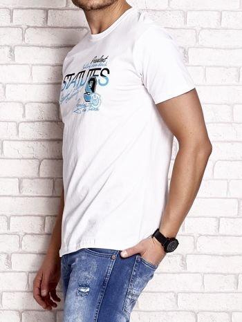 Biały t-shirt męski z nadrukiem napisów i cyfrą 9                                  zdj.                                  3