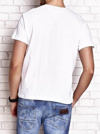 Biały t-shirt męski z napisami i liczbą 83                                  zdj.                                  3