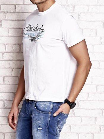 Biały t-shirt męski z napisami i liczbą 83                                  zdj.                                  4