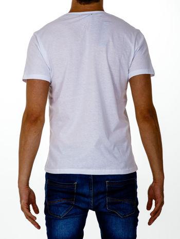 Biały t-shirt męski z napisem CHAMPION i liczbą 28                                  zdj.                                  3