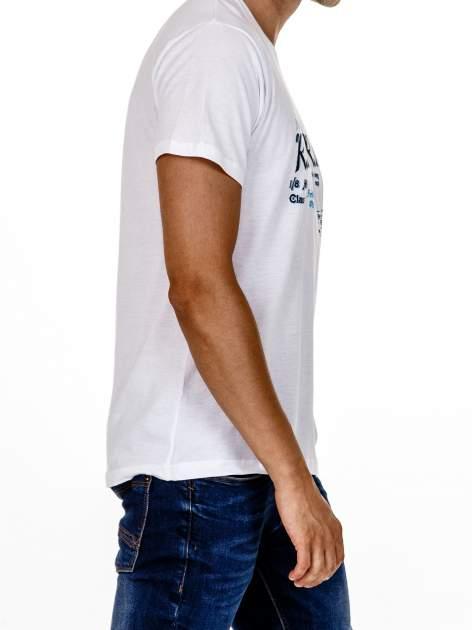 Biały t-shirt męski z wyścigowym napisem ROAD RACE                                  zdj.                                  4
