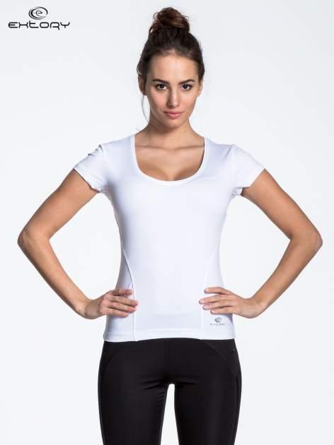 Biały t-shirt sportowy basic z dekoltem U                                  zdj.                                  1