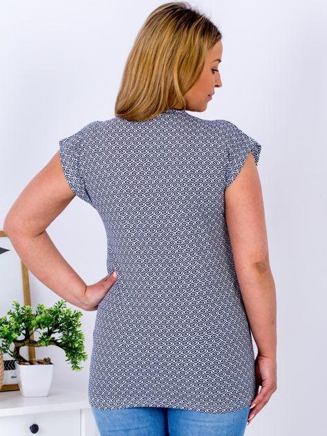 Biały t-shirt w geometryczne wzory PLUS SIZE                              zdj.                              2