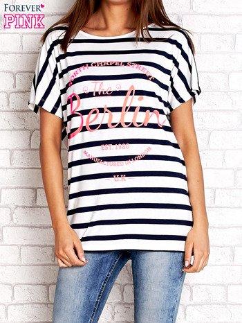 Biały t-shirt w granatowe paski z napisem NORTH CHAPEL STREET                                  zdj.                                  1