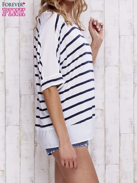 Biały t-shirt w paski z tiulowymi wstawkami                                  zdj.                                  3