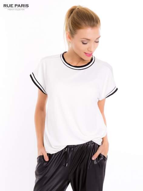 Biały t-shirt w stylu tenis chic                                  zdj.                                  7